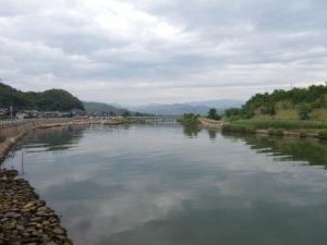 蒲生川河口より