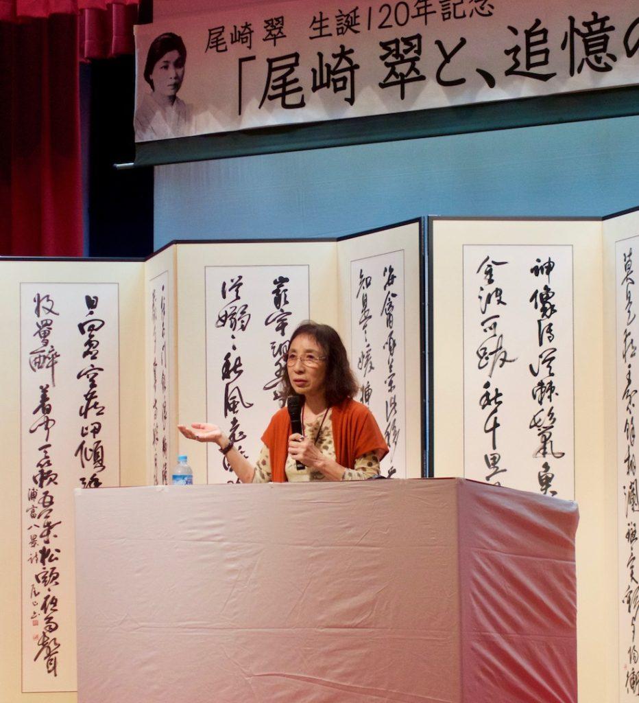 小野町子のおばあさんと、村田さんのおばあさん。馴染みやすい話題から本格的な文学論まで、自由自在、多岐にわたる。