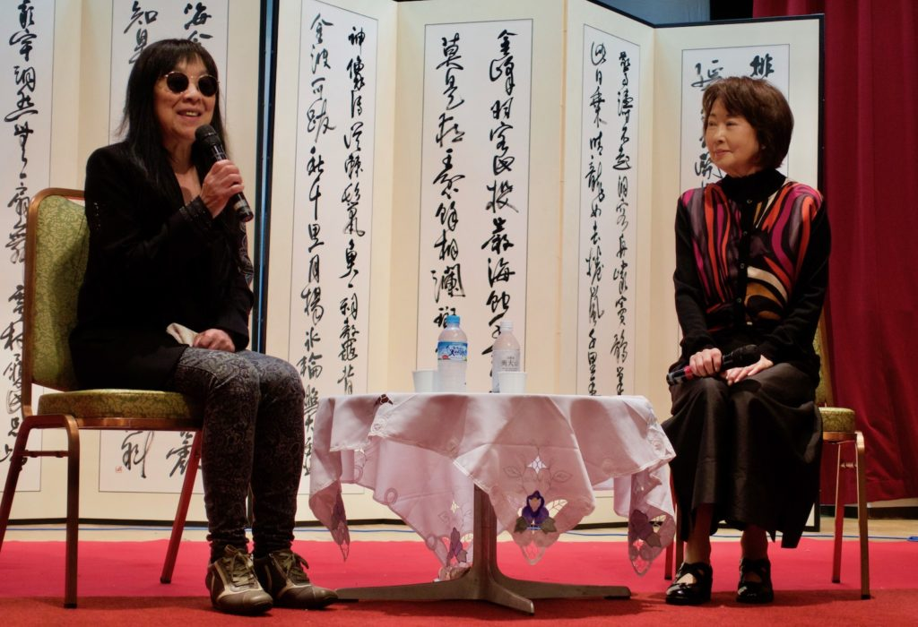 映画『第七官界彷徨ー尾崎翠を探して』上映前に、吉行和子さんと浜野監督の対談。吉行さんは尾崎翠の親友・松下文子を演じた。